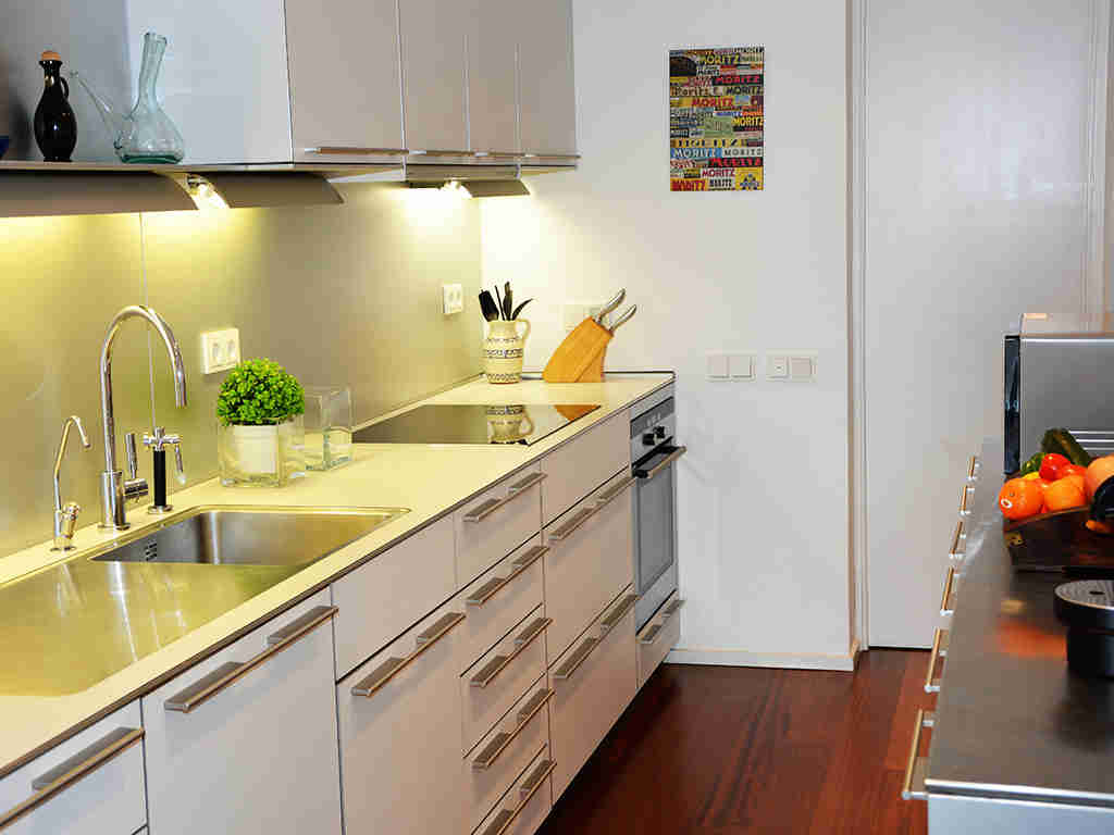 apartamentos vacacionales en sitges con cocina bien equipada