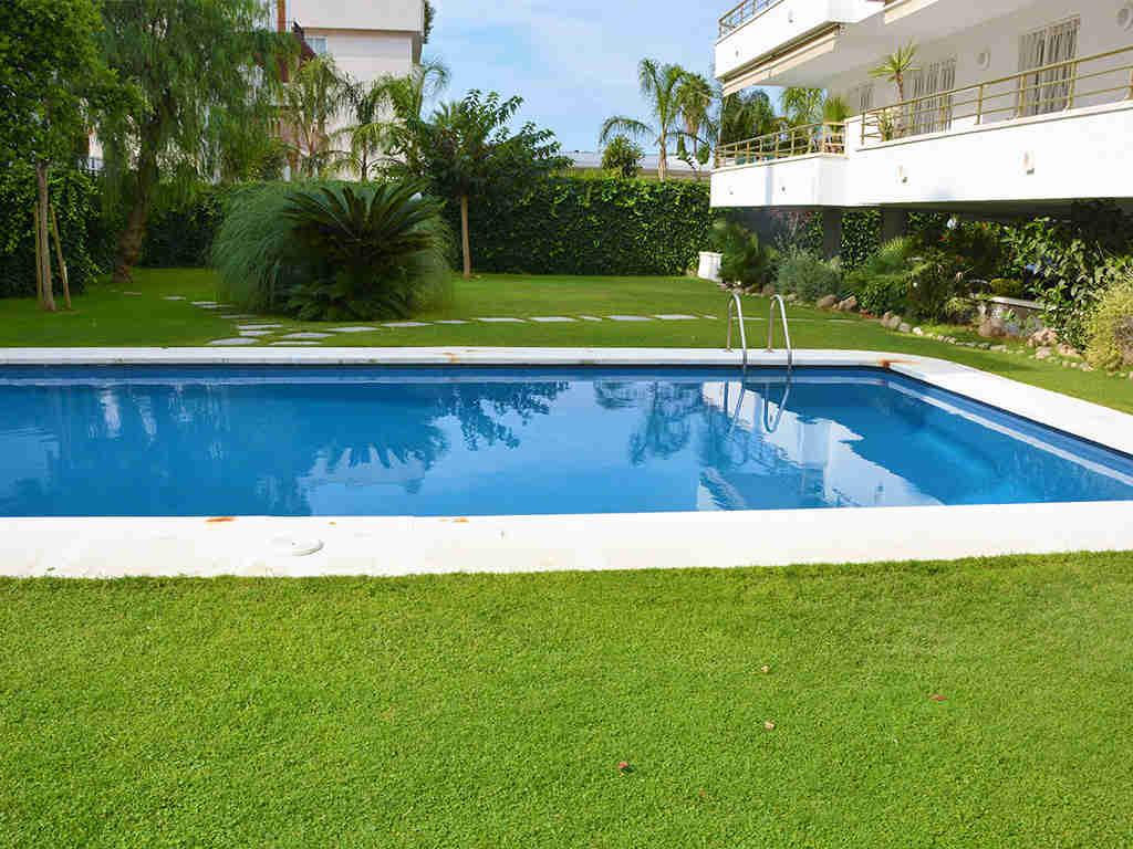 apartamentos vacacionales en sitges con piscina comunitaria
