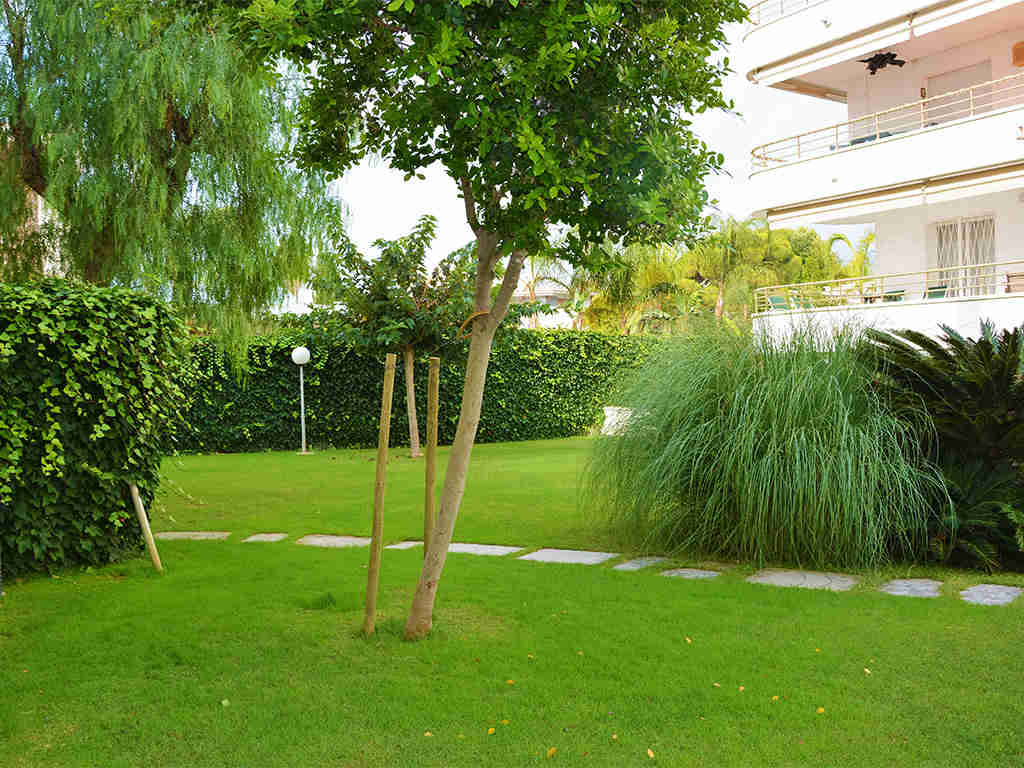 Location d'appartement à Sitges: jardin communal