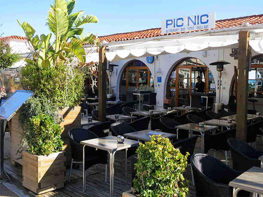 restaurants in sitges promenade near the sea