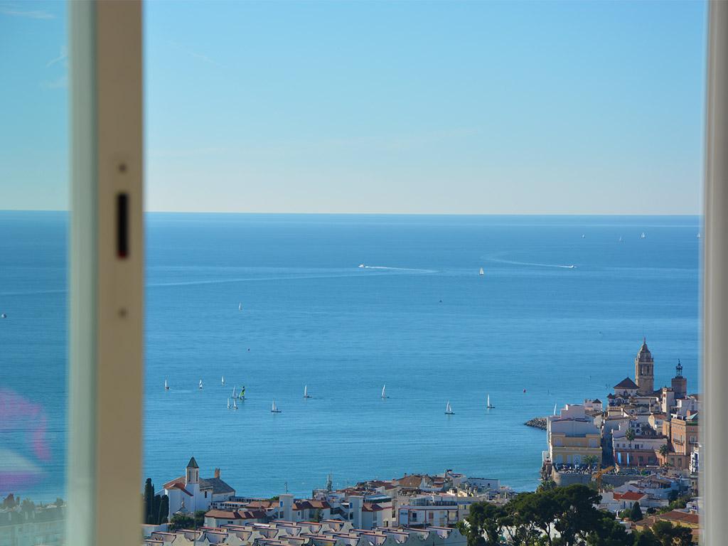 villas y vacaciones en sitges frente al mar mediterráneo
