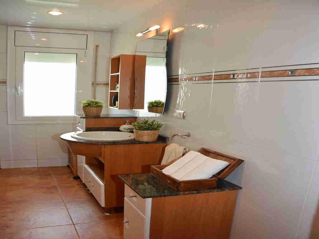 sitges villa with 2 bathrooms.