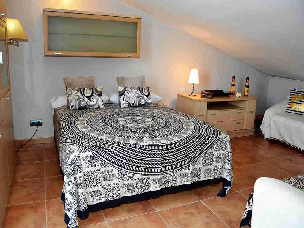Villa en Sitges con cama de matrimonio.