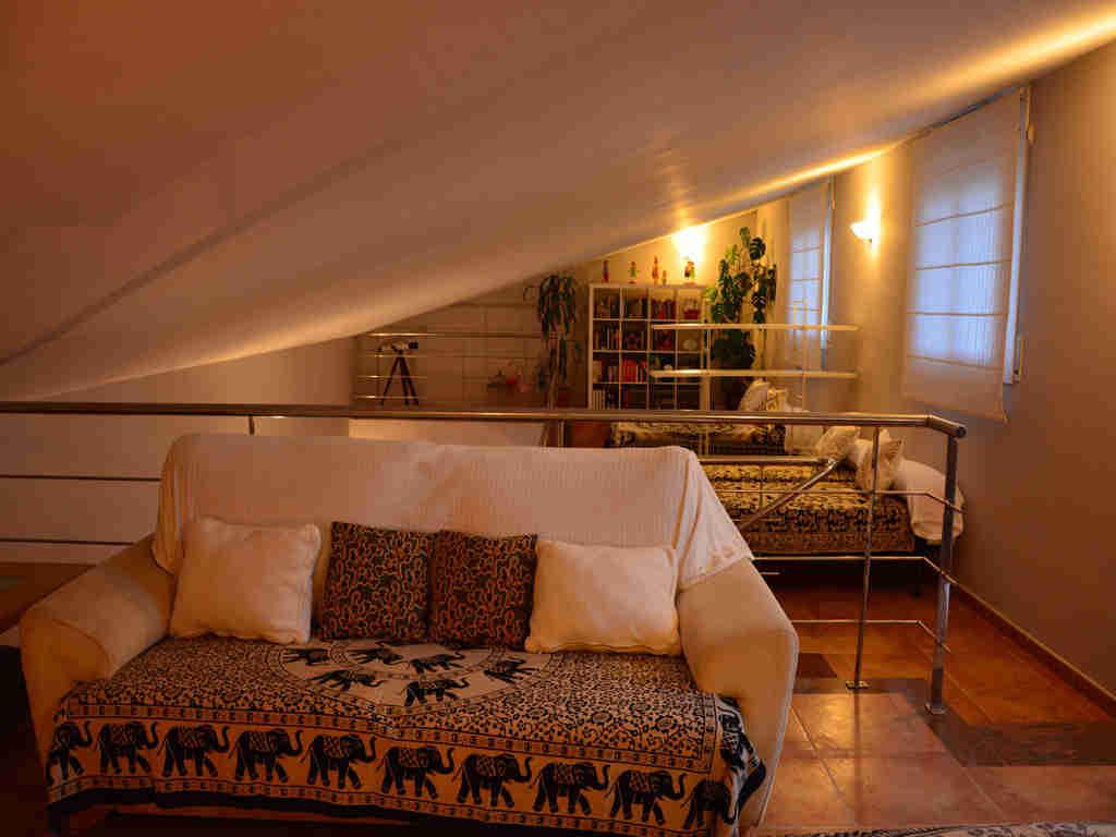 Villa en Sitges con altillo bien iluminado.