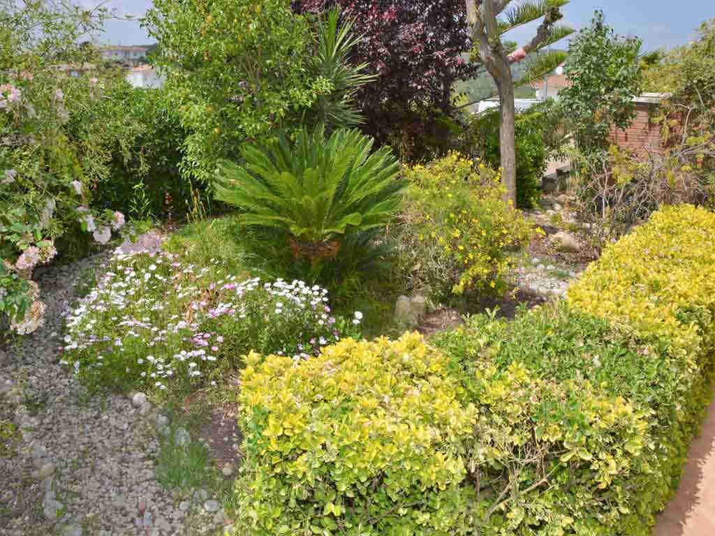 Villa en Sitges con jardín.