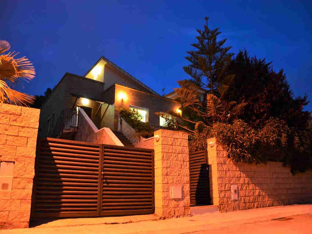 Villa en Sitges de noche.