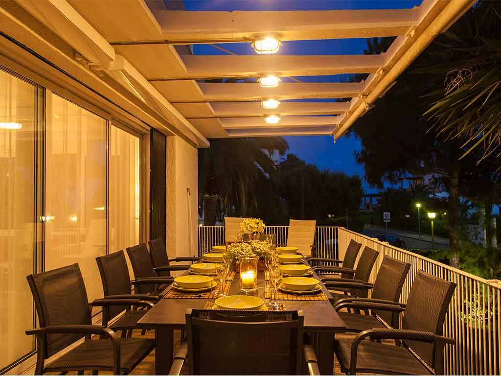 Villa vacacional en Sitges: cena al aire libre