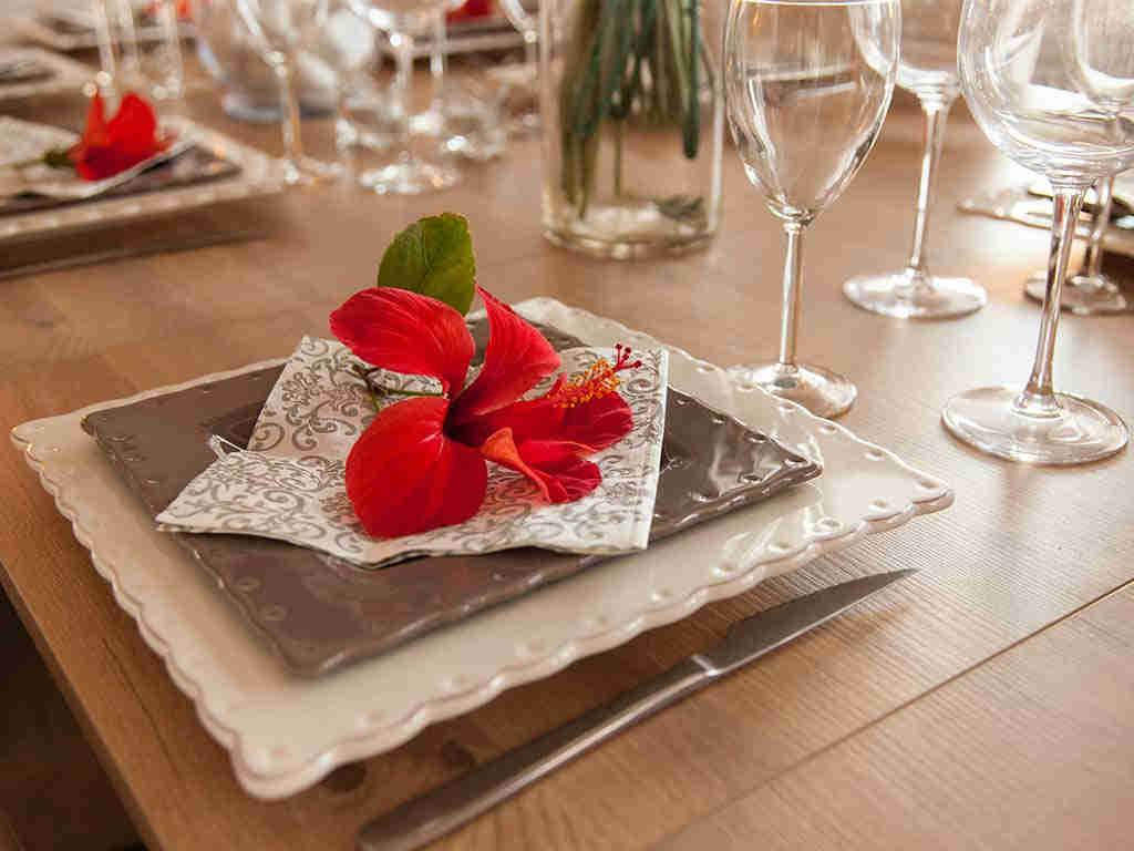 Villa vacacional en Sitges: detalles de mesa interior
