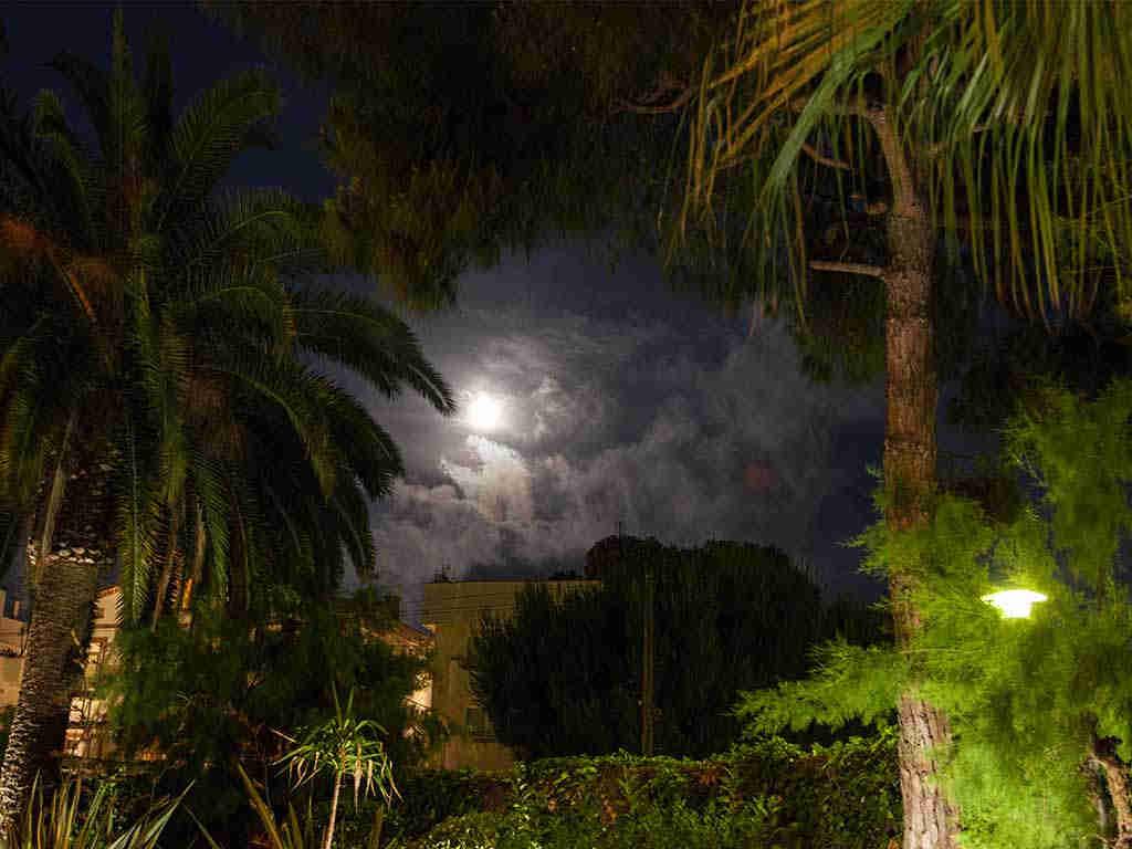 Villa vacacional en Sitges de noche