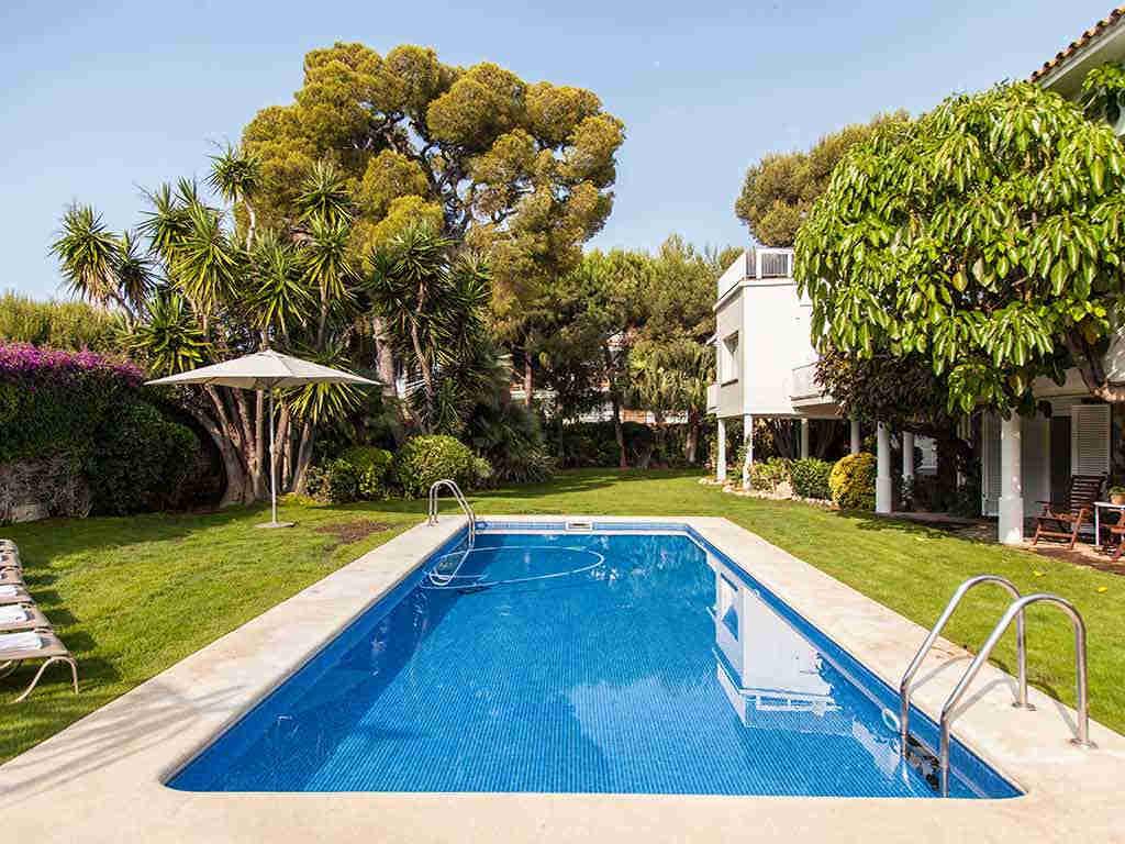 Villa vacacional en Sitges: piscina
