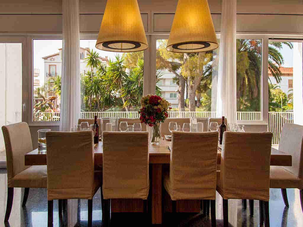 Villa vacacional en Sitges: comedor interior