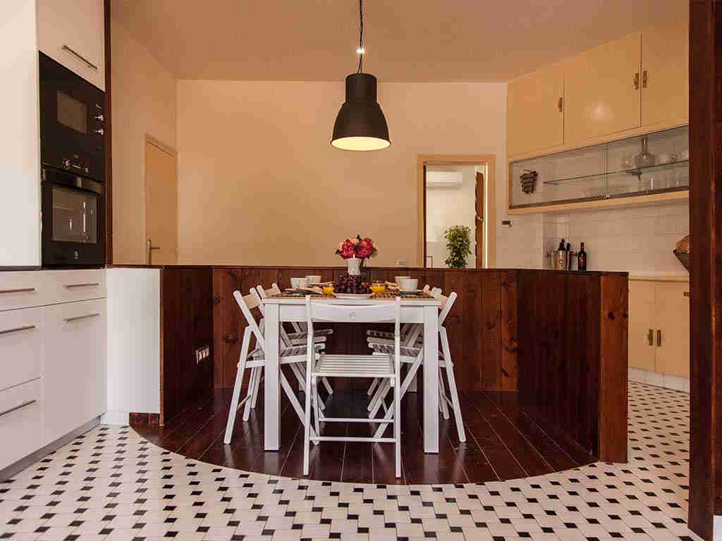 Villa vacacional en Sitges: cocina amplia y bonita