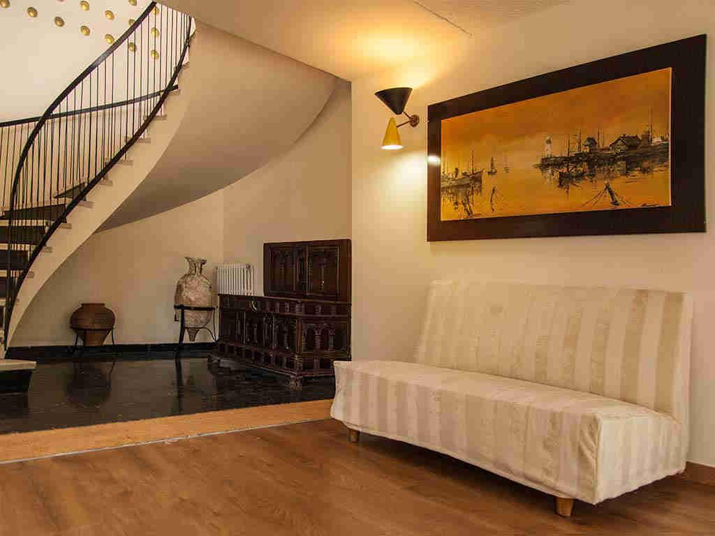 Villa vacacional en Sitges: escaleras de la entrada