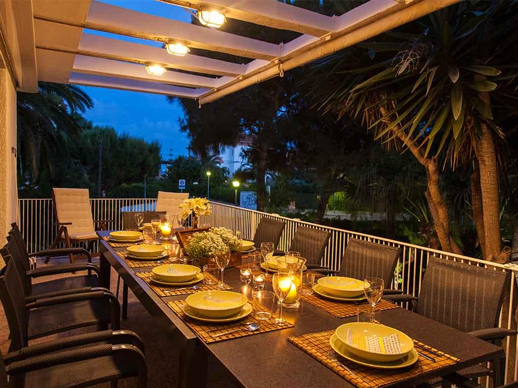 Villa vacacional en Sitges: cena