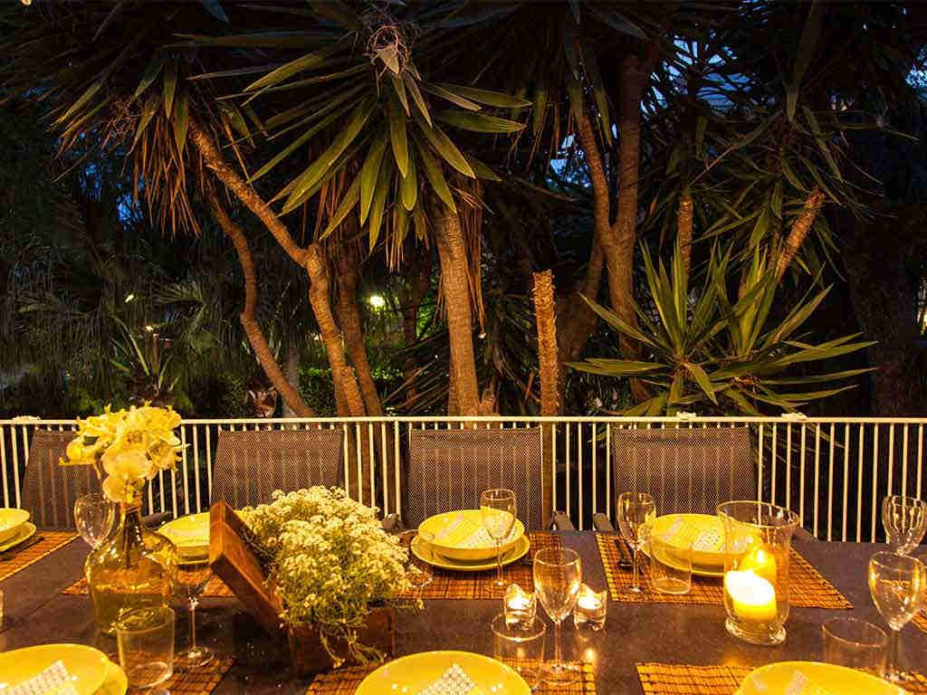 Villa vacacional en Sitges: decoración de la cena