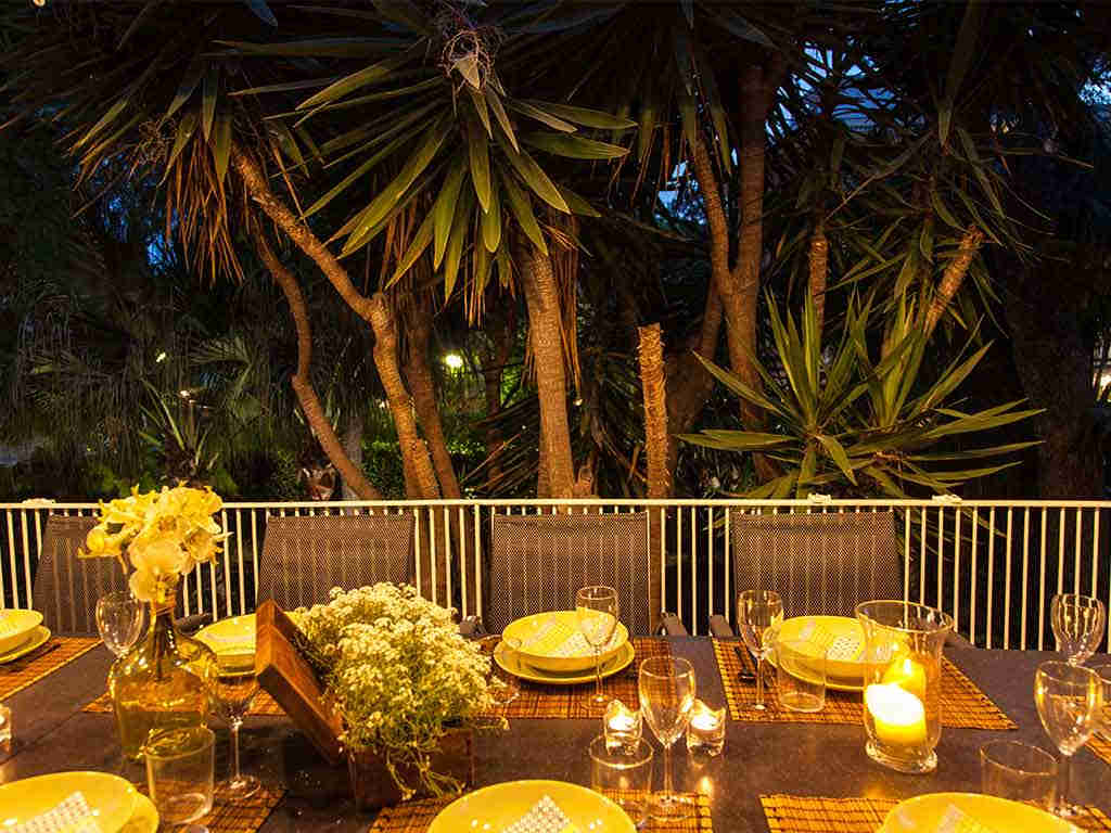 Sitges luxury villas dinner table