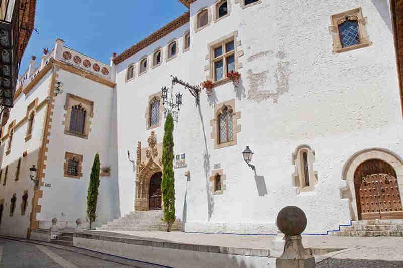 El casco antiguo de Sitges y el Palacio Maricel