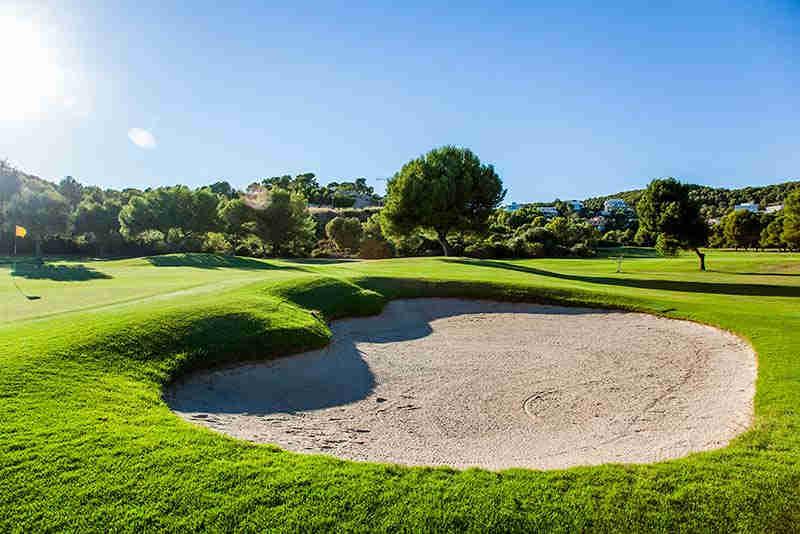 Golf de Sitges: campo con 18 hoyos