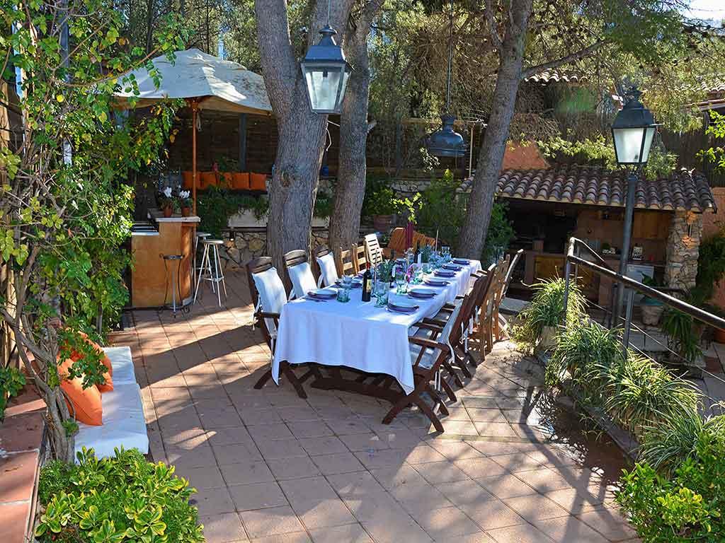 Villa de vacances à Sitges: salle à manger à l'air libre