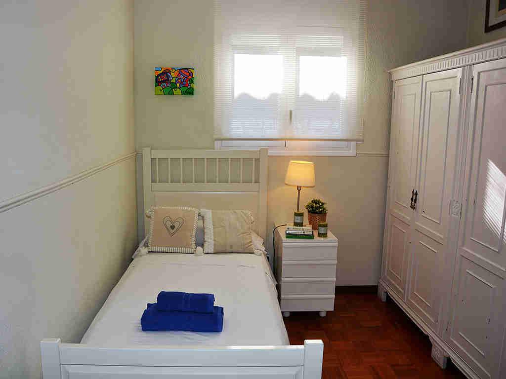 Villa de vacances à Sitges: chambre avec un lit individuel