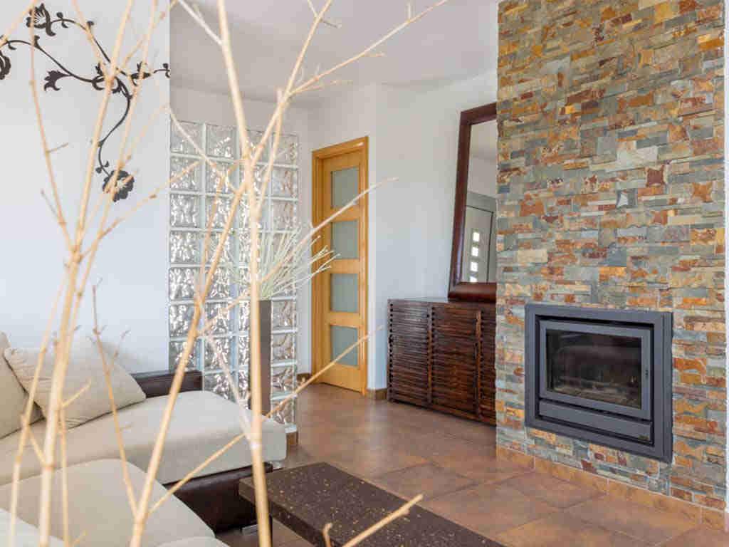 casa de vacaciones cerca de Sitges: chimenea