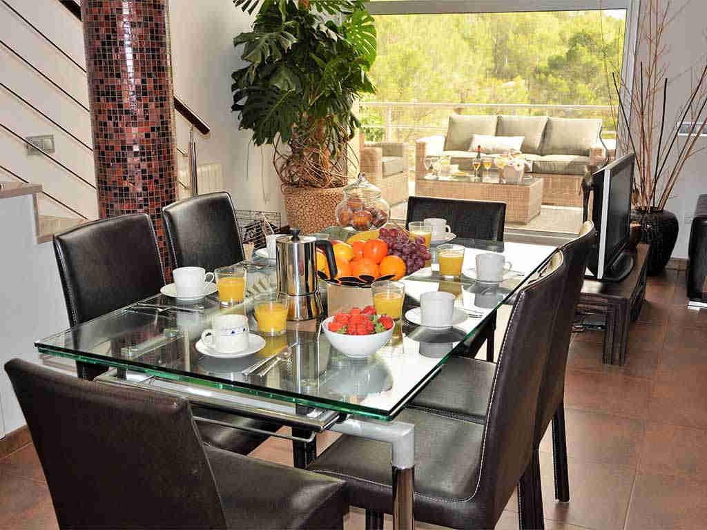 casa de vacaciones cerca de Sitges: mesa