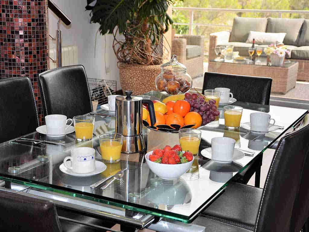casa de vacaciones cerca de Sitges: mesa comedor