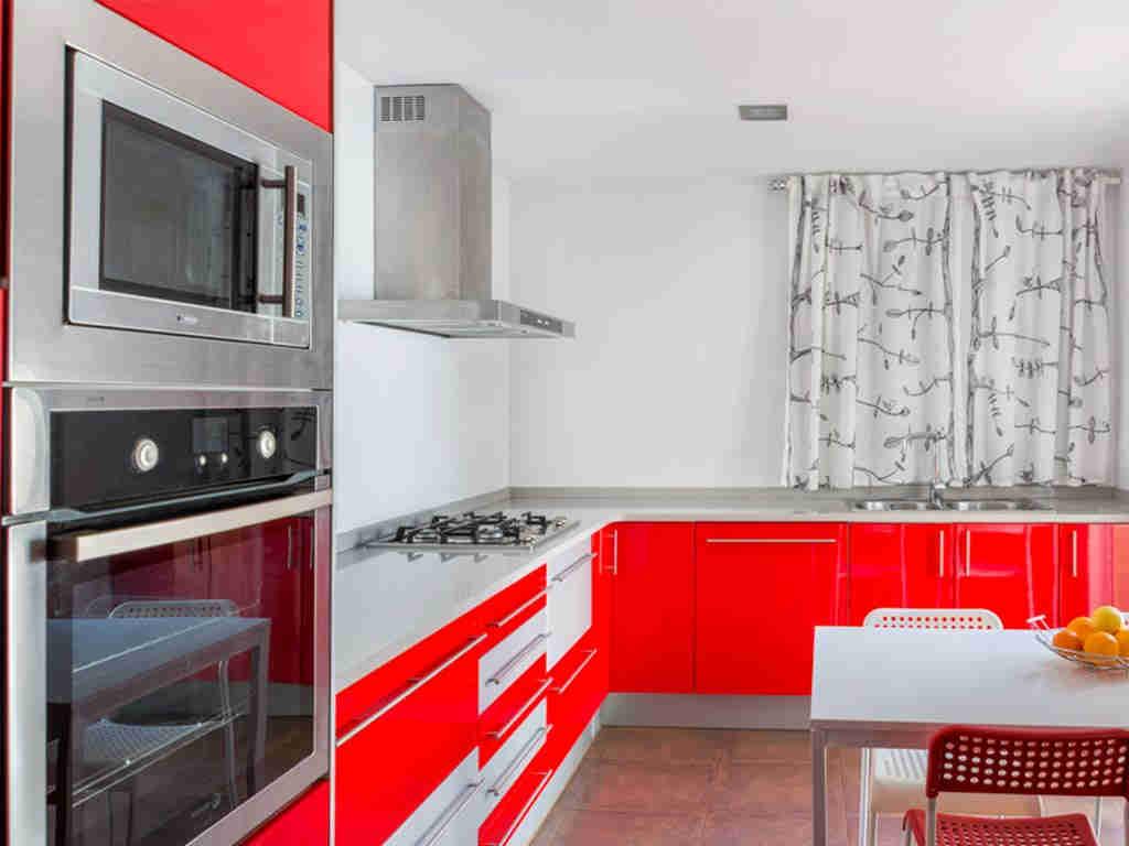 casa de vacaciones cerca de Sitges: cocina moderna