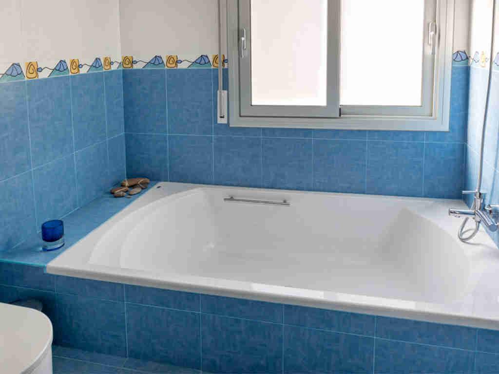 casa de vacaciones cerca de Sitges: baño con bañera