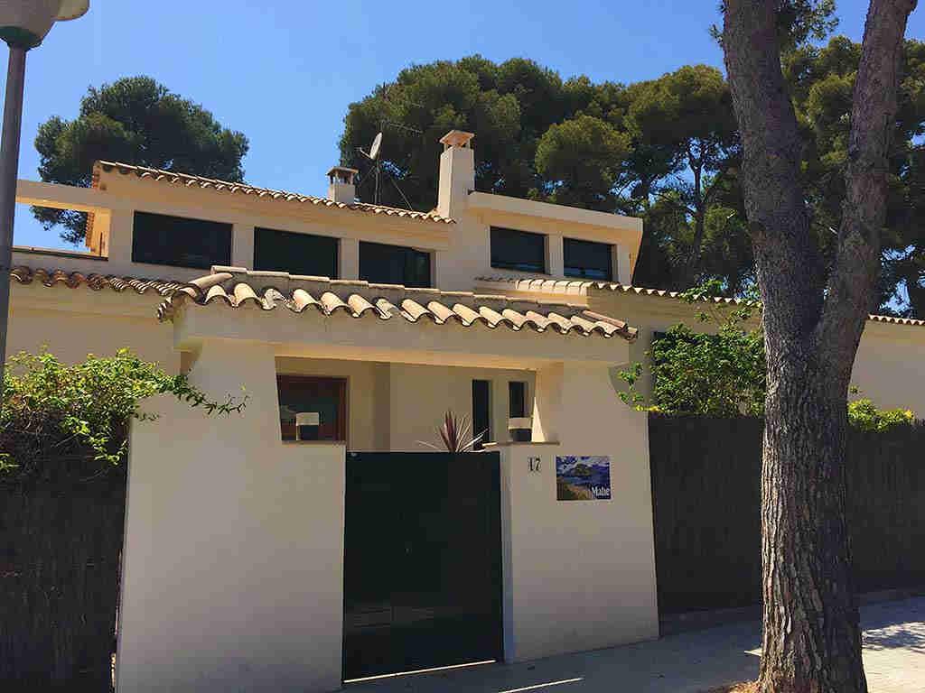Villa de vacances à Sitges proche de Barcelone: façade de la villa