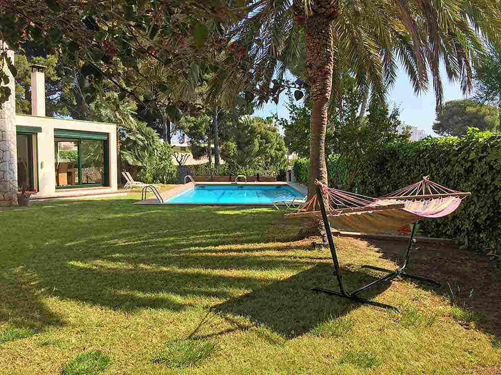 Sitges holiday villa near Barcelona: pool and garden