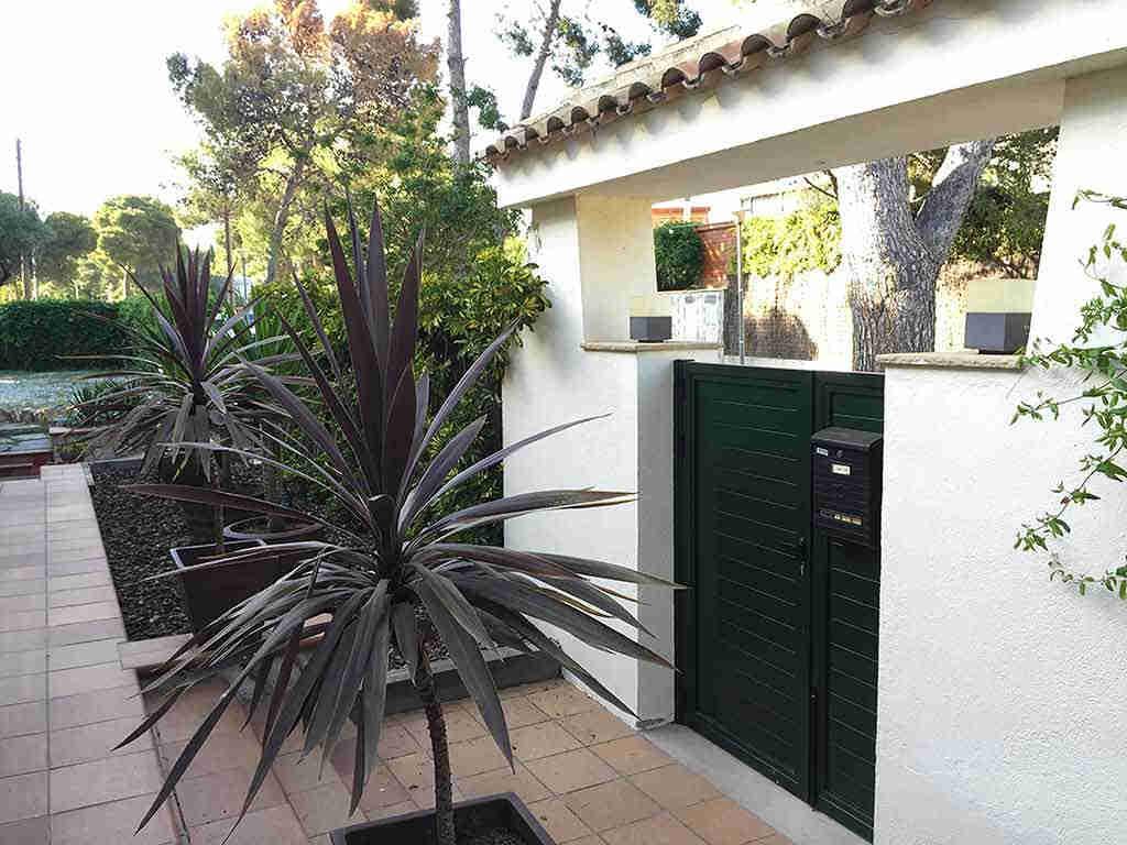 Sitges holiday villa near Barcelona: entrance