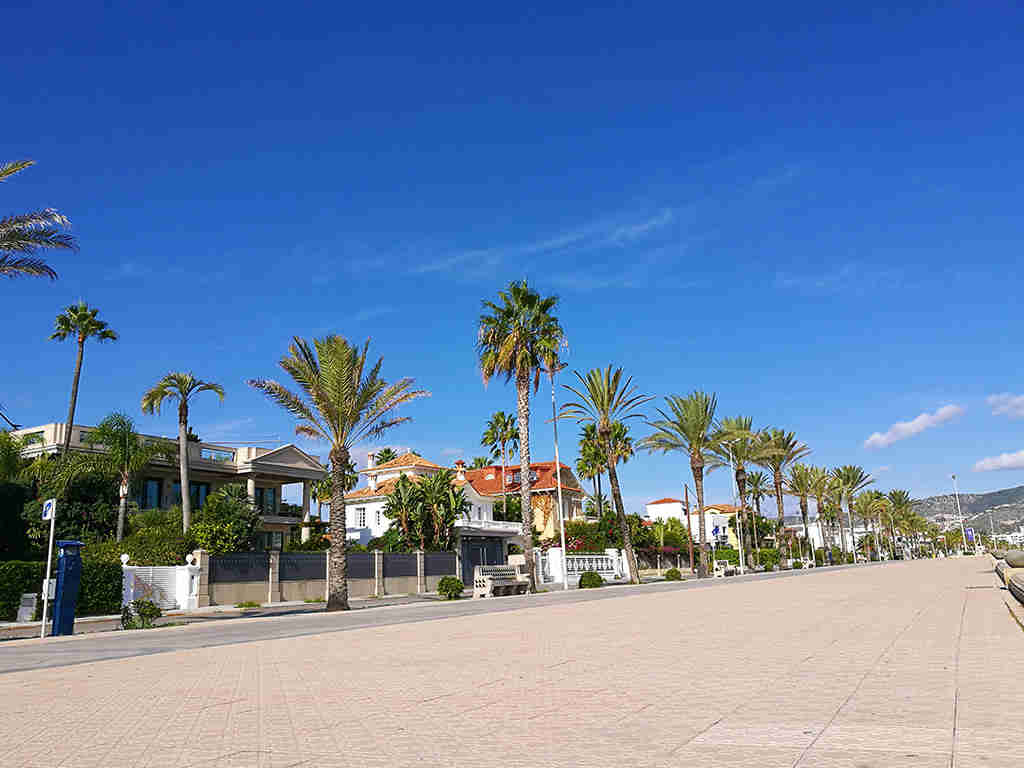 Sitges holiday villa near Barcelona: very close to the beach
