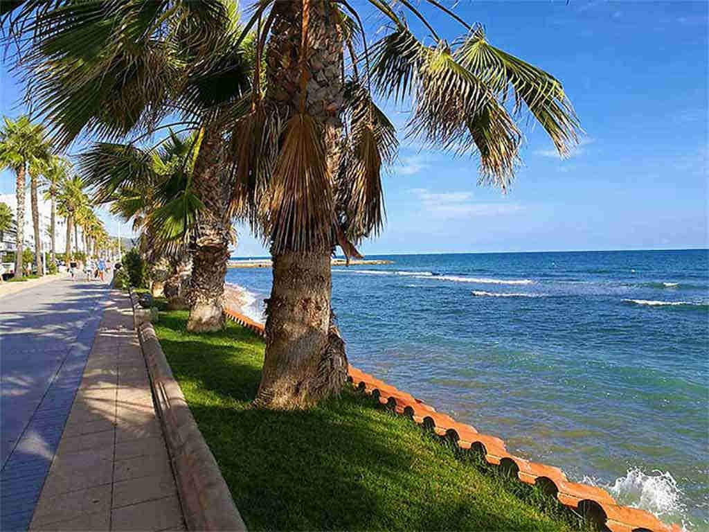 Sitges holiday villa near Barcelona: sitges promenade