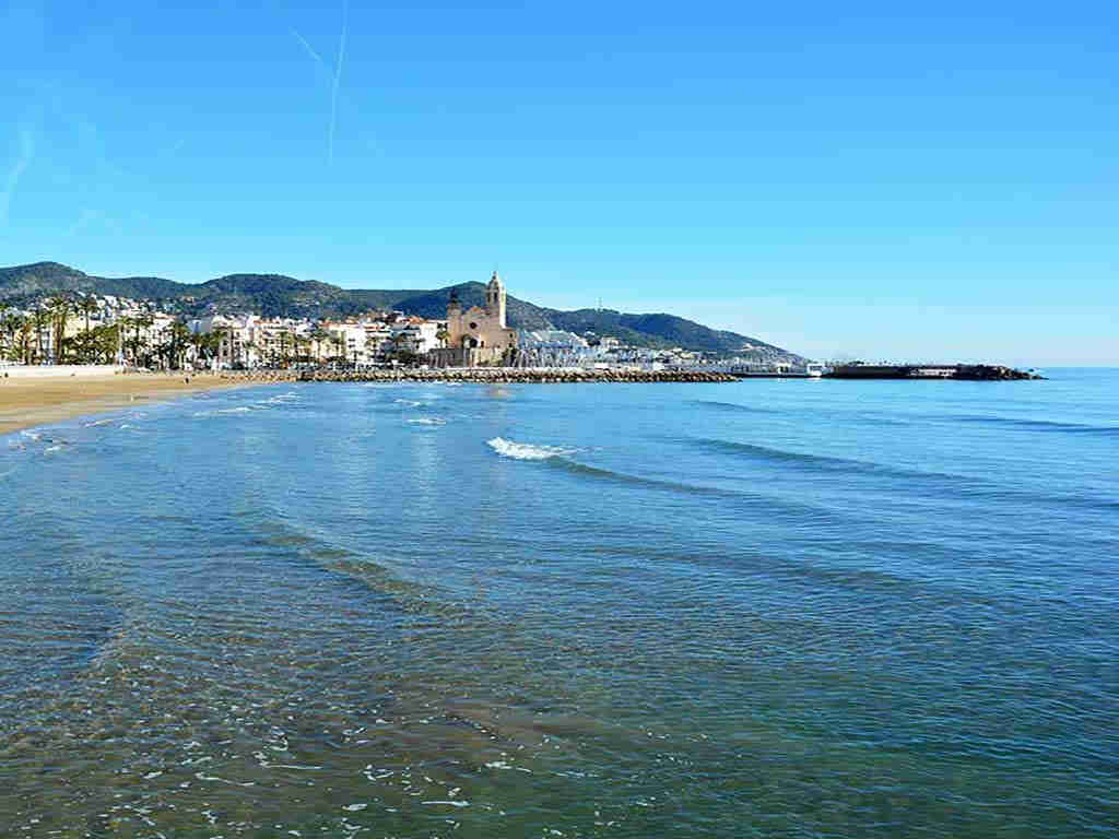 Sitges holiday villa near Barcelona: turquoise water