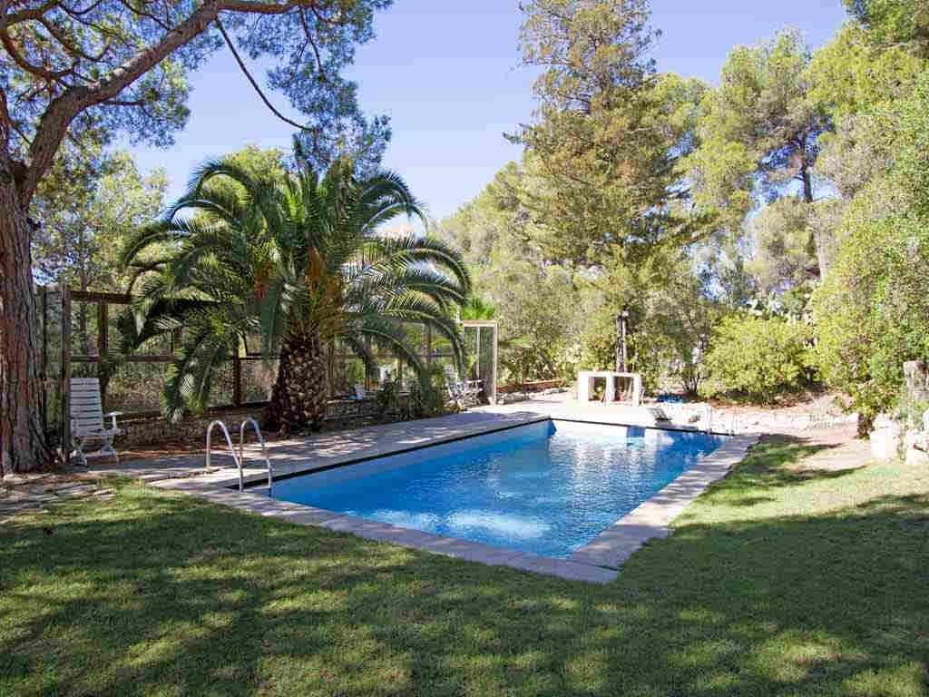 Casa en sitges cerca de barcelona: jardin con piscina