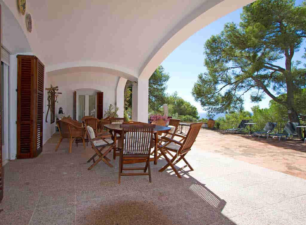 Casa en sitges cerca de barcelona: terraza para comer