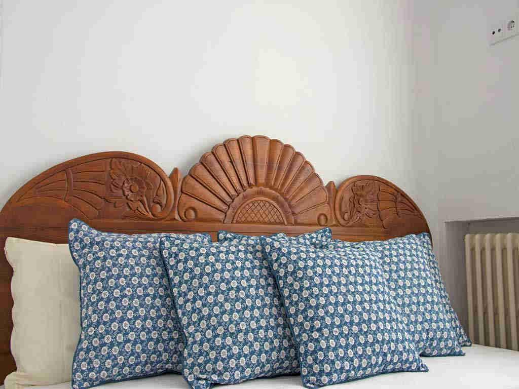 Holiday Sitges villa near Barcelona: pillows