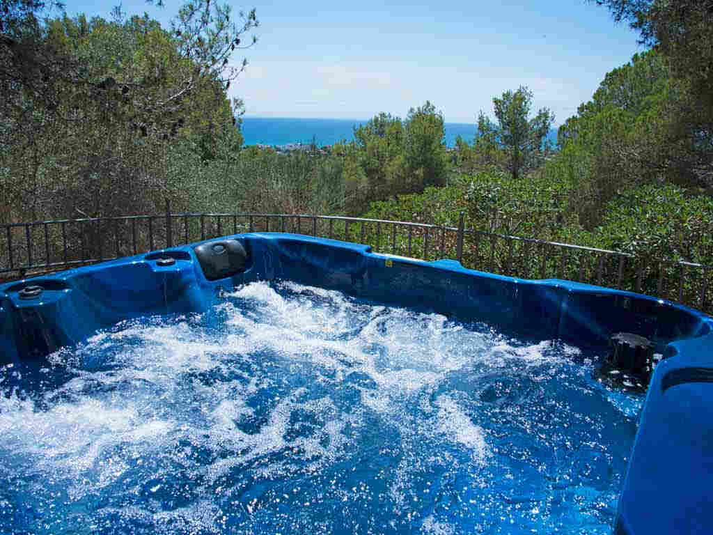 Holiday Sitges villa near Barcelona: jacuzzi