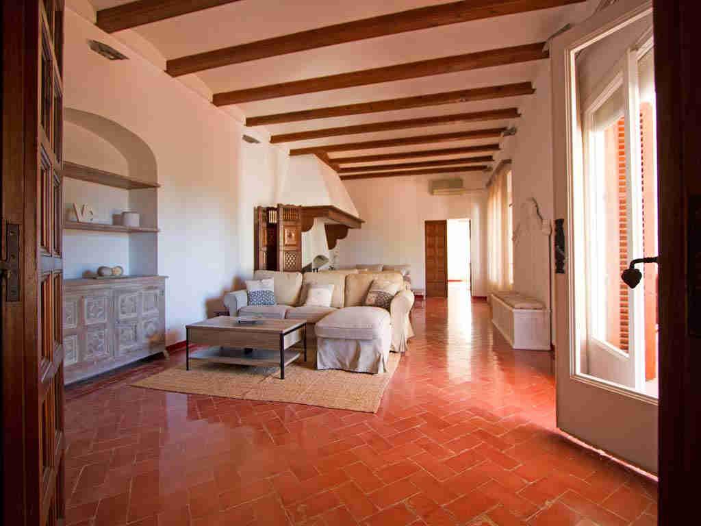 Casa en sitges cerca de barcelona: zona de estar