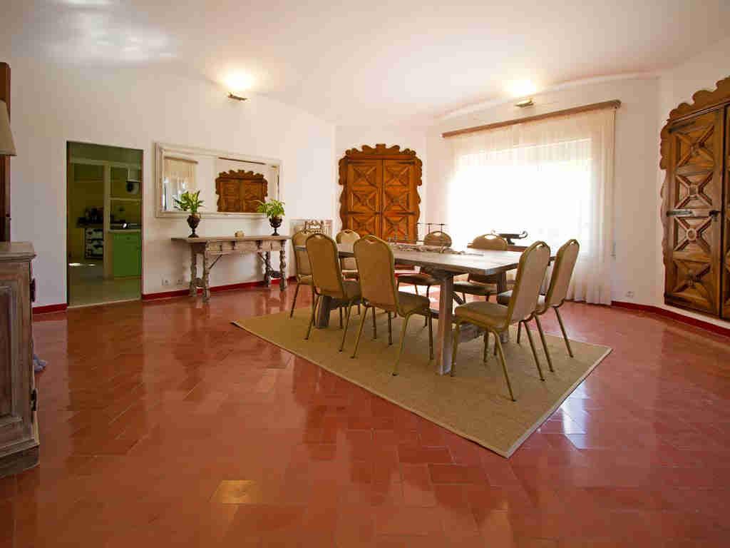 Casa en sitges cerca de barcelona: comedor