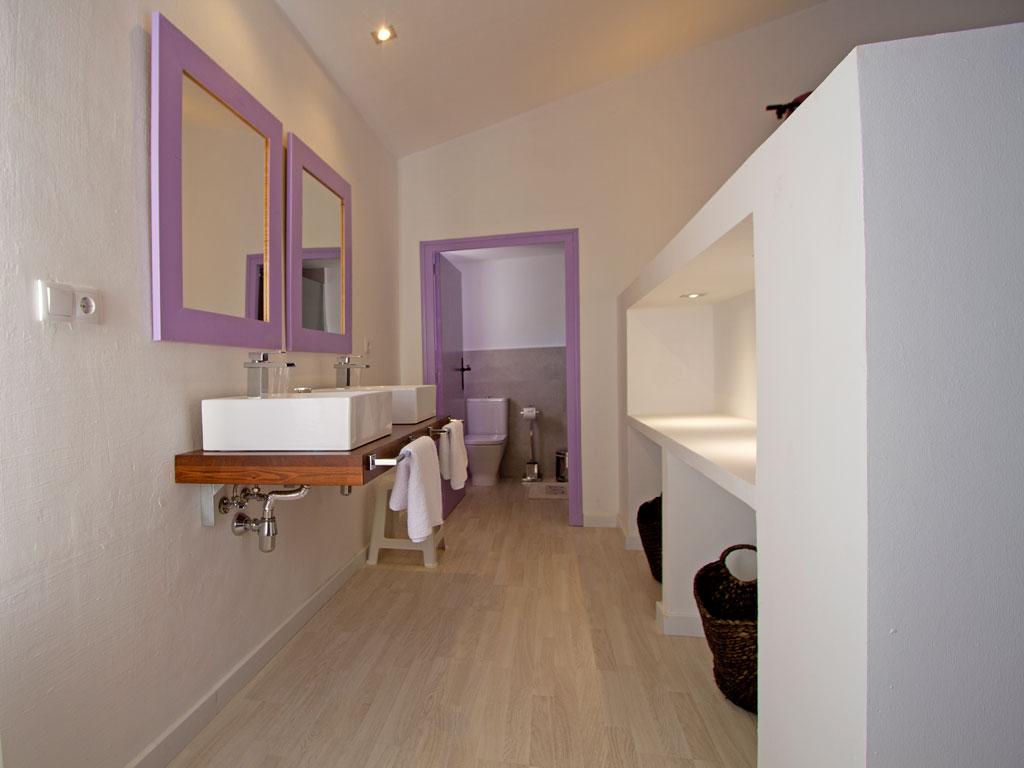 Casa en sitges cerca de barcelona: cuarto de baño doble