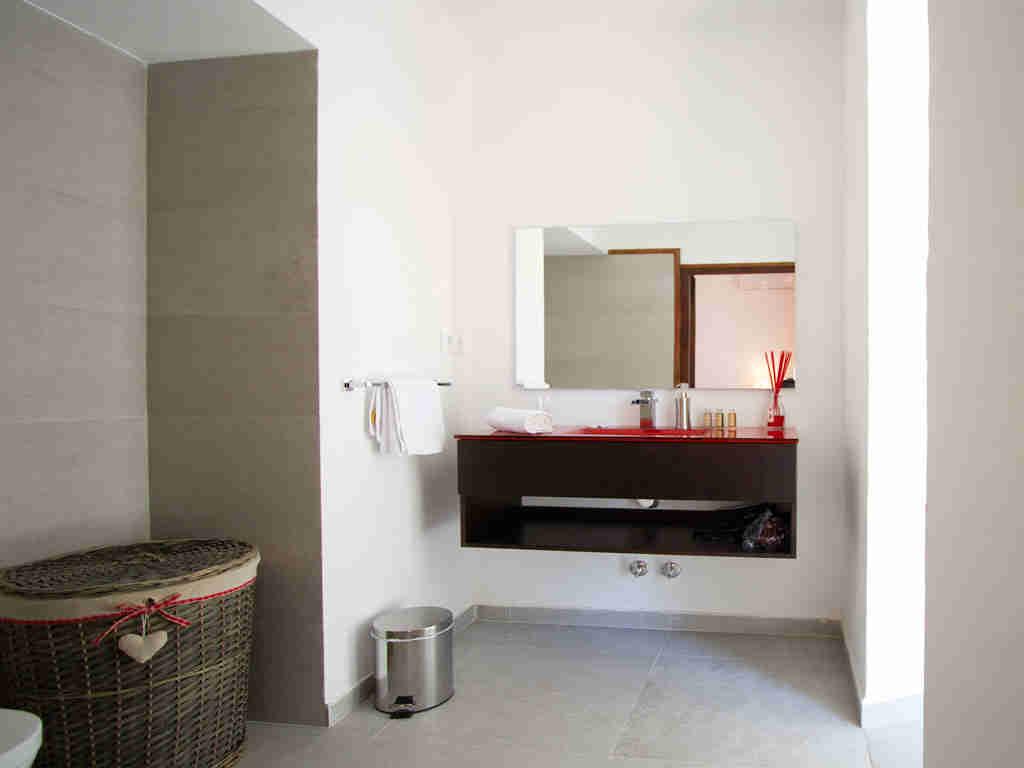 Casa en sitges cerca de barcelona: cuarto de baño
