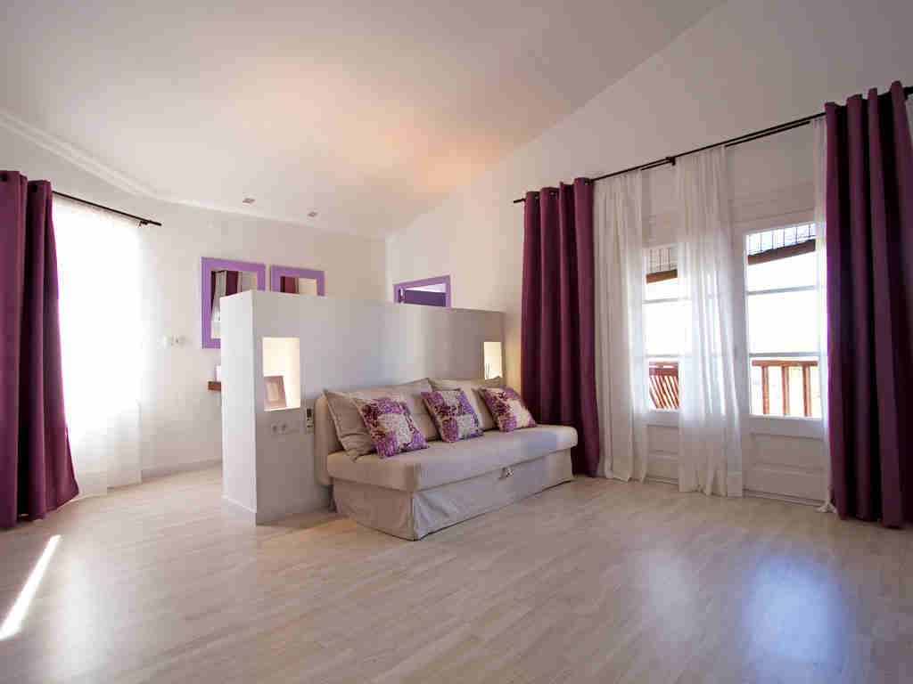Casa en sitges cerca de barcelona: cama individual