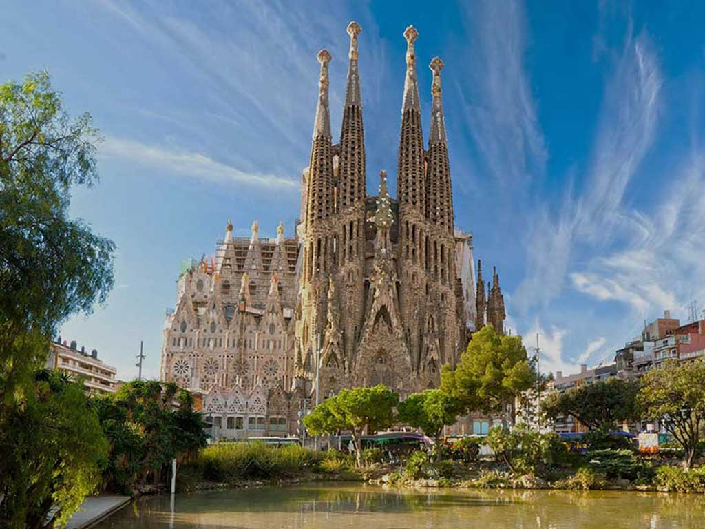 summer holidays period in Barcelona: La Sagrada Familia.