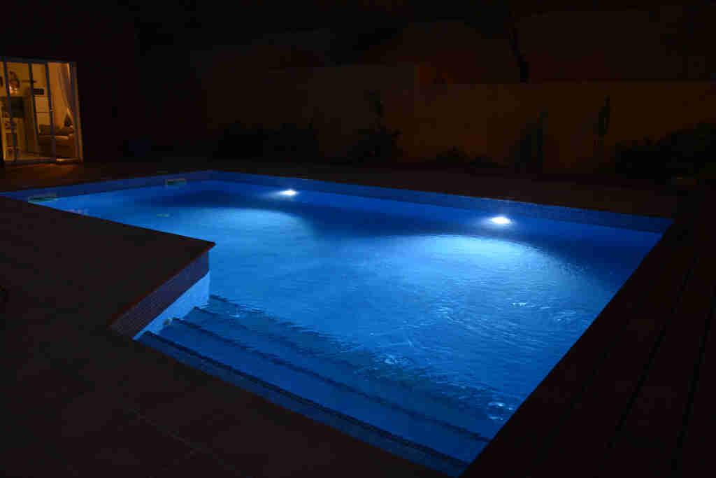 piscine pendant la nuit