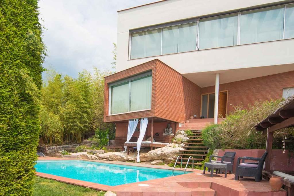 Villa Sitges Mariposa entry