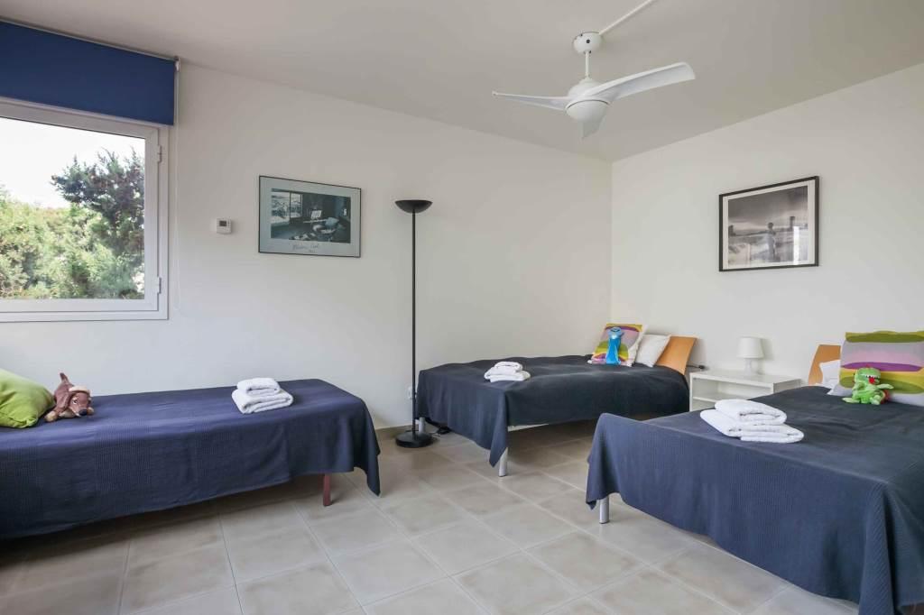 Villa Sitges Mariposa triple bedroom