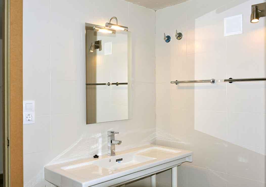 Villa Sitges Mariposa bathroom