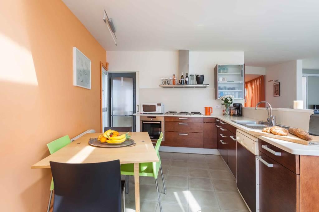 Villa Sitges Mariposa kitchen